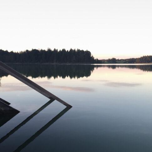 Mariella Knabe - Stille - Eine Badestelle am großen Ostersee liegt verlassen da