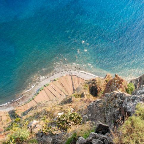 Mariella Knabe - Cabo Girao - Eine der höchsten Steilklippen Europas findet sich auf Madeira. Am Fuß gibt es terrassenartig angelegte Felder