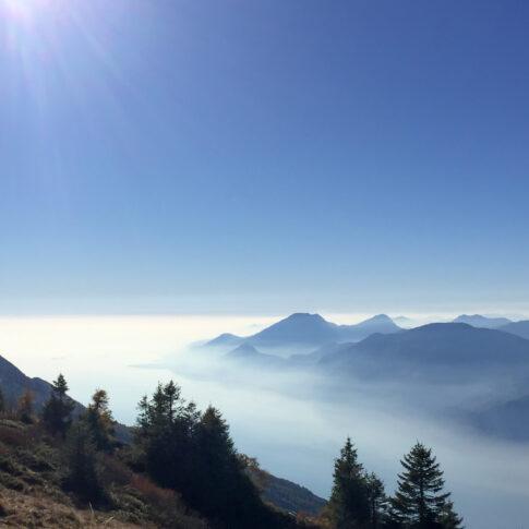 Mariella Knabe - Monte Baldo - Der Gardasee und die südlichen Ausläufer der Alpen im Dunst der Nachmittagssonne